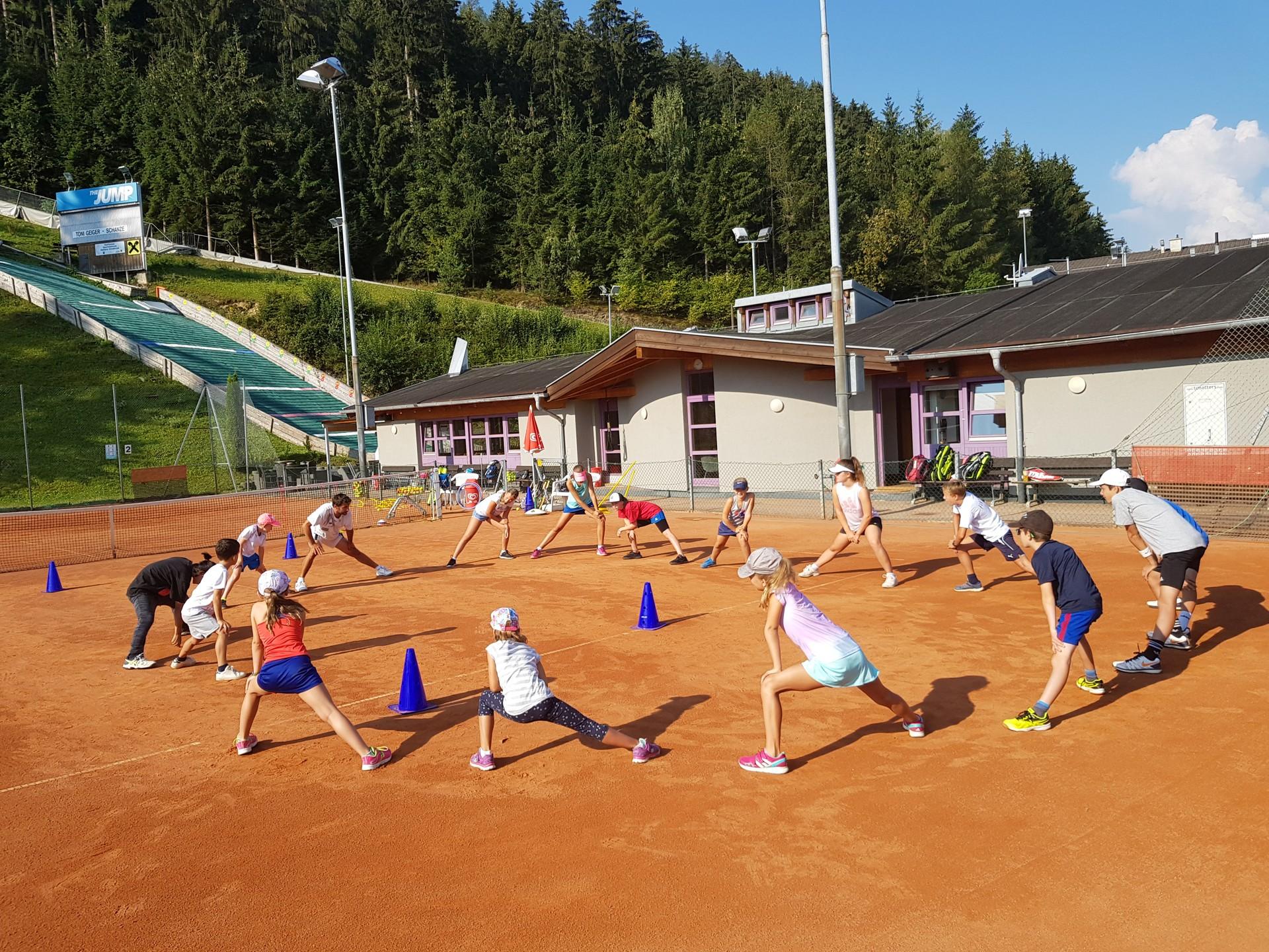 Tenniscamp für Kinder Aufwärmen