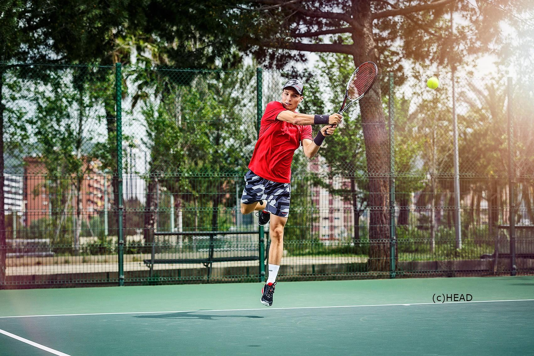 Rückhand aus der Luft für die Tennis Weltrangliste