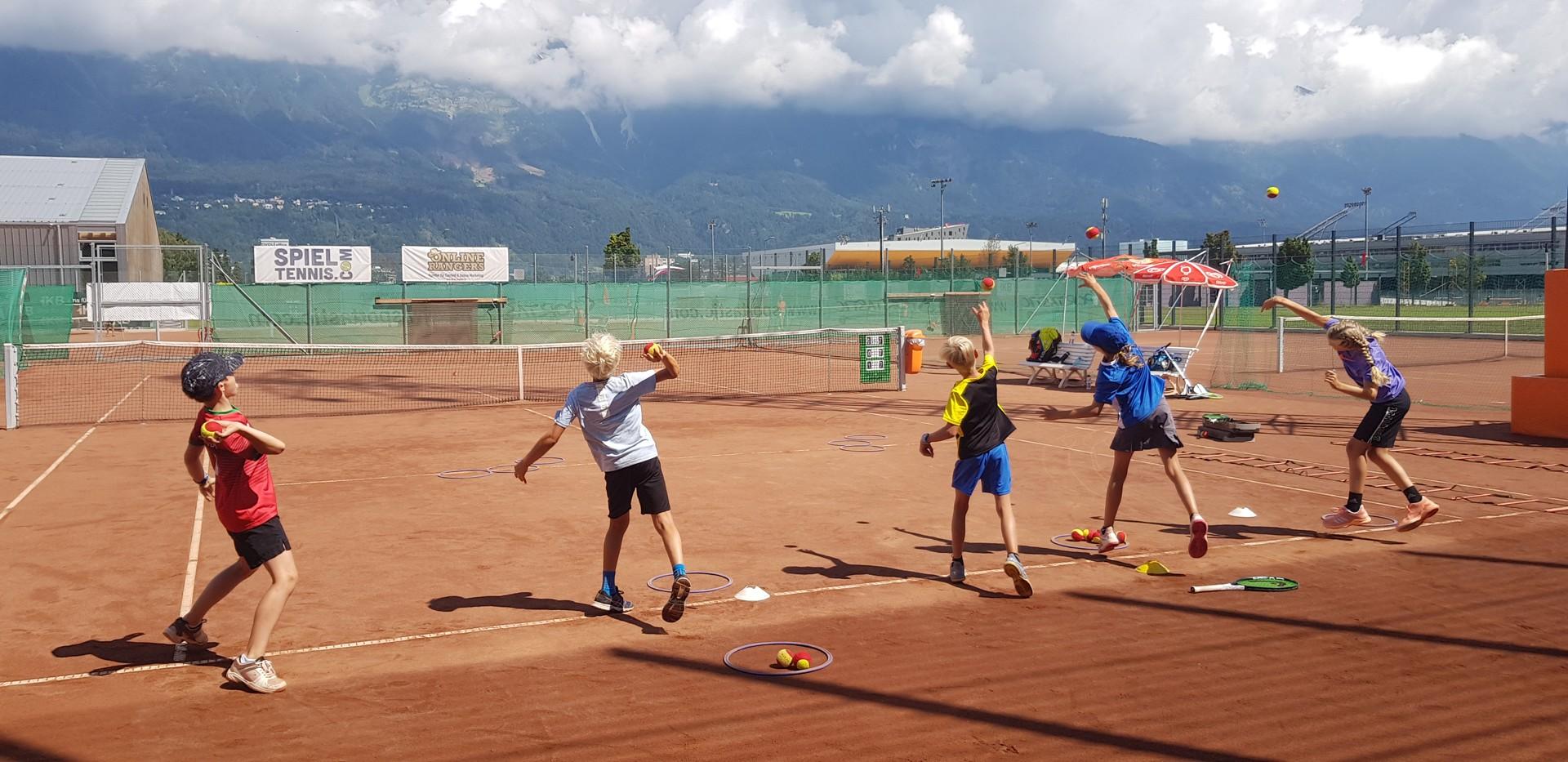 Tenniscamp für Kinder Ballwerfen